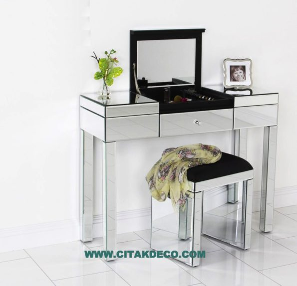 Make up table & chair 16238